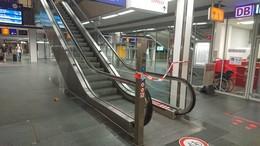Rolltreppe im Bahnhof steht mal wieder - die Wassermassen sind schuld