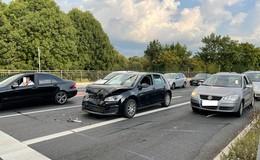 Unfall mit zwei Pkw in Höhe Avia Tankstelle in Neuenberg