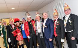Närrische Premiere: 100 R+S-Mitarbeiter empfangen Sternenprinz Harald