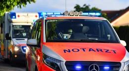 Kradfahrer mit Sozia zu Boden gestürzt: 16-Jährige schwer verletzt