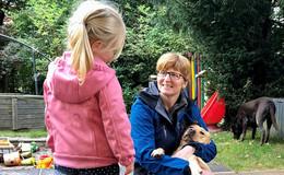 Mit Kindern Welt entdecken: Sabine Eller arbeitet als Kindertagespflegeperson