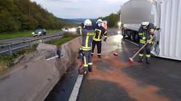 Vollsperrung am Mittwochabend: Lkw Anhänger auf der A7 umgestürzt