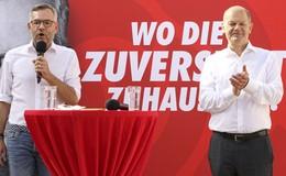 Blau-weißes Kanzlerwetter: Olaf Scholz genießt die Stimmung am Linggplatz