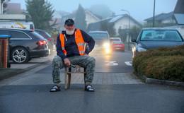 Immer diese Baustellen - Rentner Anton Vey ärgert sich über die Umleitung