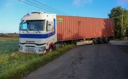 Bei Wendemanöver im Zaberhöfer Weg: Lkw kommt von Fahrbahn ab