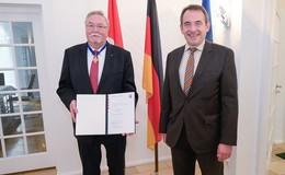 Verdienstorden für ehemaligen Bürgermeister Hans-Jürgen Schäfer