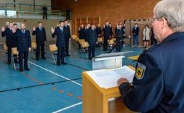 Nach bestandener Laufbahnprüfung: Neue Beamten bei der Bundespolizei