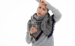 Dringlichst empfohlen - Dr. Simon impft mit neuem Serum gegen Grippe