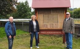 Imkerverein errichtet Insektenhotel an der Speedwaybahn