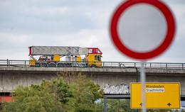 Rettung für den einsamen Wemo-Tec-Speziallaster auf der Salzbachtalbrücke?