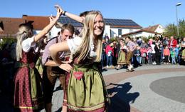 Endlich darf wieder gefeiert werden: Traditioneller Kirmestanz in Niederkalbach