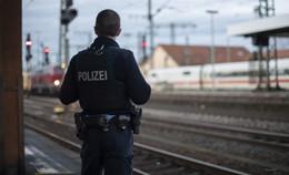 Am Bahnhof: 27-Jähriger geht auf Bundespolizisten los