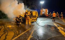 Vito mit Möbeln an Bord in Brand geraten - Ursache technischer Defekt?