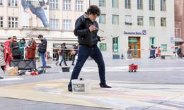Mit 3D-Straßenkunst Geschichten erzählen - Bunte Illusionen in der Innenstadt
