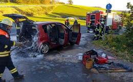 Technischer Defekt: Renault fängt Feuer - Fahrer bleibt unverletzt