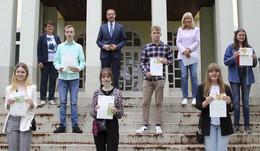 Landrat Dr. Michael Koch zeichnet Schüler mit hervorragenden Leistungen aus
