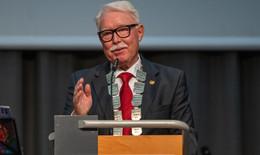 Horst Bichl erhält den Hessischen Verdienstorden am Bande