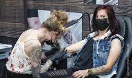 Nach Corona-Pause: Endlich wieder Tattoo-Convention in der Hessenhalle