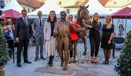 Spätlesereiter-Statue der neue Schatz im sanierten Schlosshof