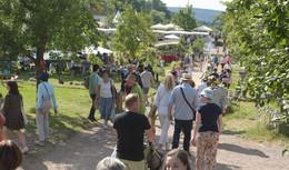 Ganz schön schön hier: Fürstliches Gartenfest und FEINWERK verzaubern