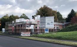 Fenster und Türen fehlen: Bauverzögerungen am Feuerwehrgerätehaus