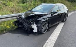 Unfall auf der A66: Seat kracht erst in Lkw und dann in die Leitplanke