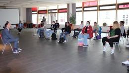 Aktuelle Themen: Schüler der ASS im Gespräch mit Staatssekretär Oliver Conz