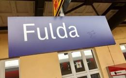 Zeugen nach Raub im Bahnhof gesucht: 74-Jährige muss ins Krankenhaus