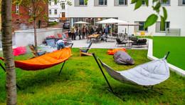 Rotary Club Fulda-Paulustor spendet Open-Air-Lounge für Azubicampus