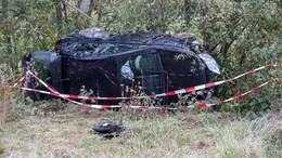 Seit Tagen unberührt: Rätselraten um verunfalltes Fahrzeugwrack an der L3458