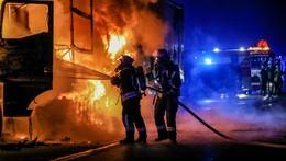 Flammeninferno auf der A7: 30-Jähriger verbrennt in seinem Lkw