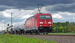 Schreckmoment am Bahnübergang: Pkw mit Anhänger blockiert Weiterfahrt