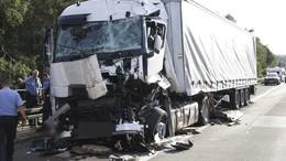 Lastwagen fährt in Stauende: Schwerer Unfall am Hattenbacher Dreieck