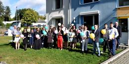 Examinierte Altenpflegefachkräfte feiern Abschluss an der Pflegeakademie
