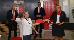 Sparkasse spendet 32.000 Euro an karitative Organisationen