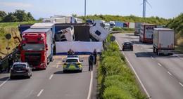 Vollsperrung auf der A4: Tragischer Unfall mit mehreren Lkw am Morgen