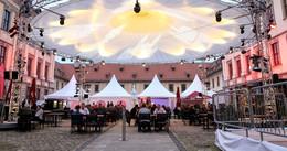 Schreiner-Azubis bei Freisprechung im Schlosshof geehrt
