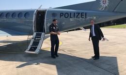 Beuth übergibt neues Polizeiflugzeug Ibis 8 an Polizeifliegerstaffel
