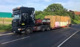 Futtertransporte in Hochwassergebiete: Welle der Hilfsbereitschaft