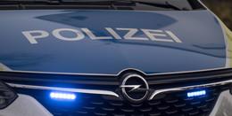 BMW überschlägt sich auf L3258: 17-Jähriger ohne Führerschein unterwegs