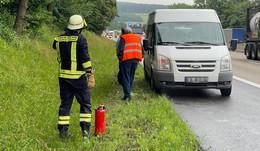 Ursache unklar: Bus verursacht 100-Meter-lange Ölspur auf der A7