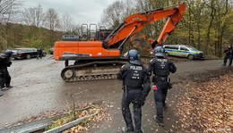 Nach Baggerbesetzung im Maulbacher Forst: Polizei nimmt Ausbaugegner fest
