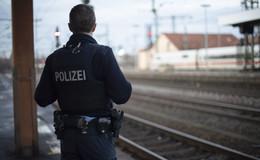 Frau (34) schreit lautstark im ICE: Bundespolizei greift ein