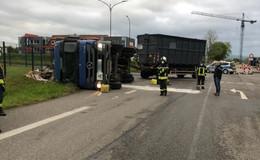 Mülllaster am Morgen umgekippt - Fahrer muss ins Krankenhaus
