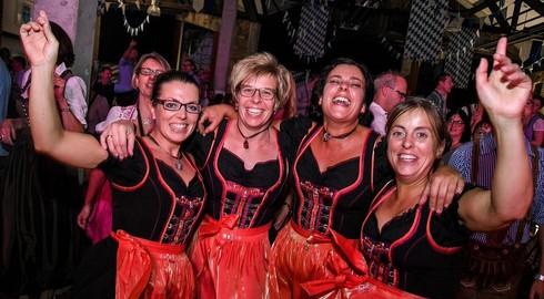 400 Madel & Buam feiern das wohl letzte Oktoberfest im Lokschuppen
